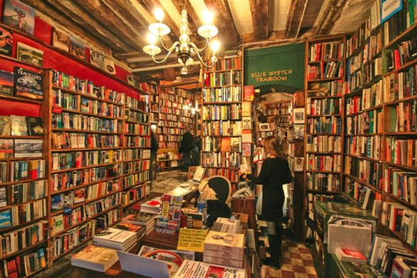 inside-shakespeare-and-co